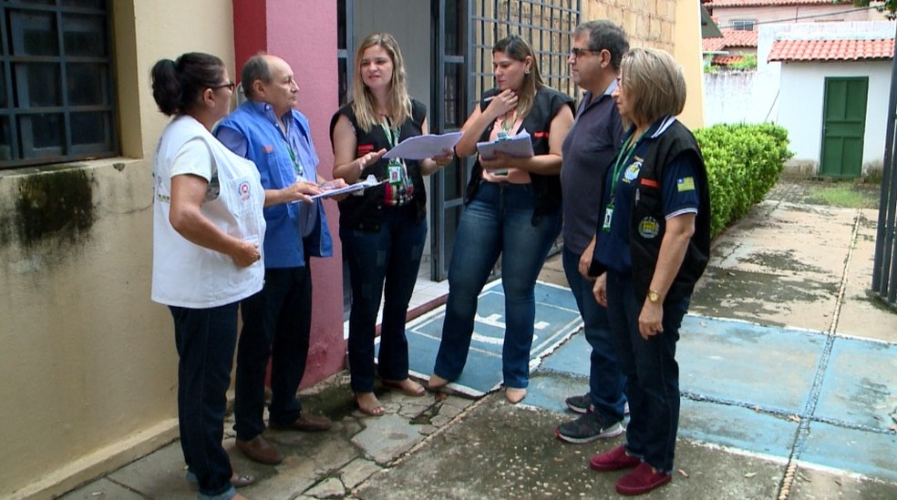 Fiscais da Adapi verificaram alimentos de origem animal na Zona Leste de Teresina.  — Foto: Reprodução/TV Clube