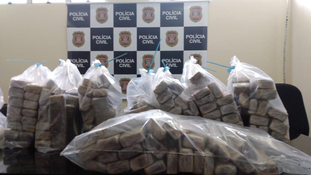 Polícia apreende tijolos de drogas escondidos em casa em Campo Limpo Paulista