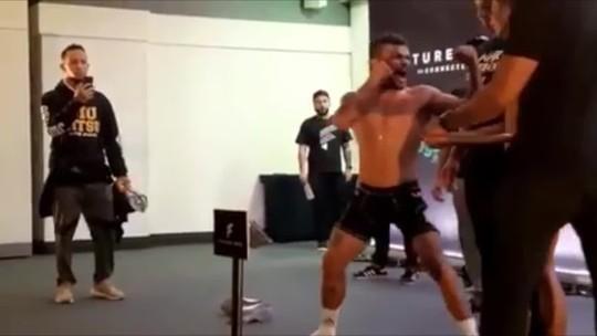 """Em encarada, lutador finge aperto de mão e solta grito na cara de rival: """"Foi sinistro"""". Assista"""