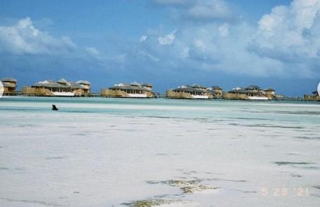 Vista do resort de luxo onde o casal está hospedado nas Maldivas, que fica no Oceano Índico Reprodução
