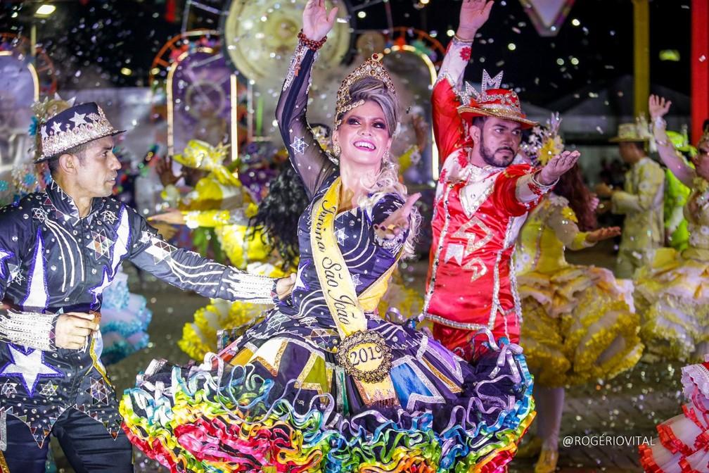 Cleomira Cardoso, da Junina São João, dividiu o prêmio de Melhor Rainha com Lorena Almeida (Matutina Potiguar), Leninha Leal (Lume da Fogueira) no Festival de Quadrilhas Juninas de Natal 2019 — Foto: Rogério Vital