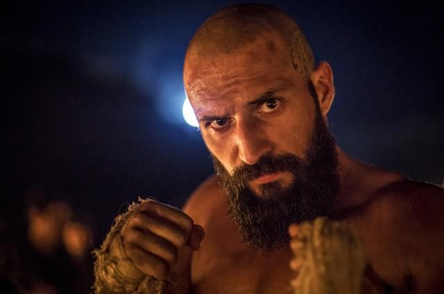 José Fidalgo é Constantino em 'Deus salve o rei' (Foto: Reprodução)
