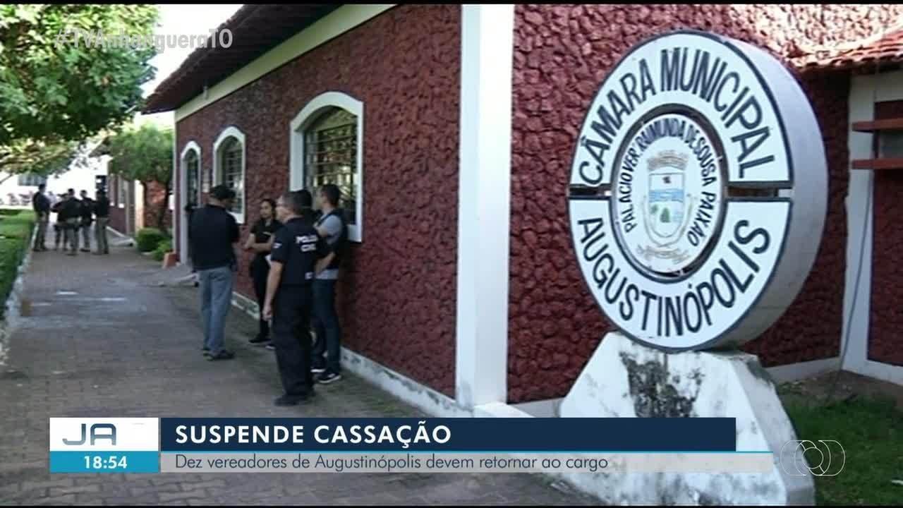Manifestantes inflam super-Moro em frente à PF em apoio ao ministro - Notícias - Plantão Diário