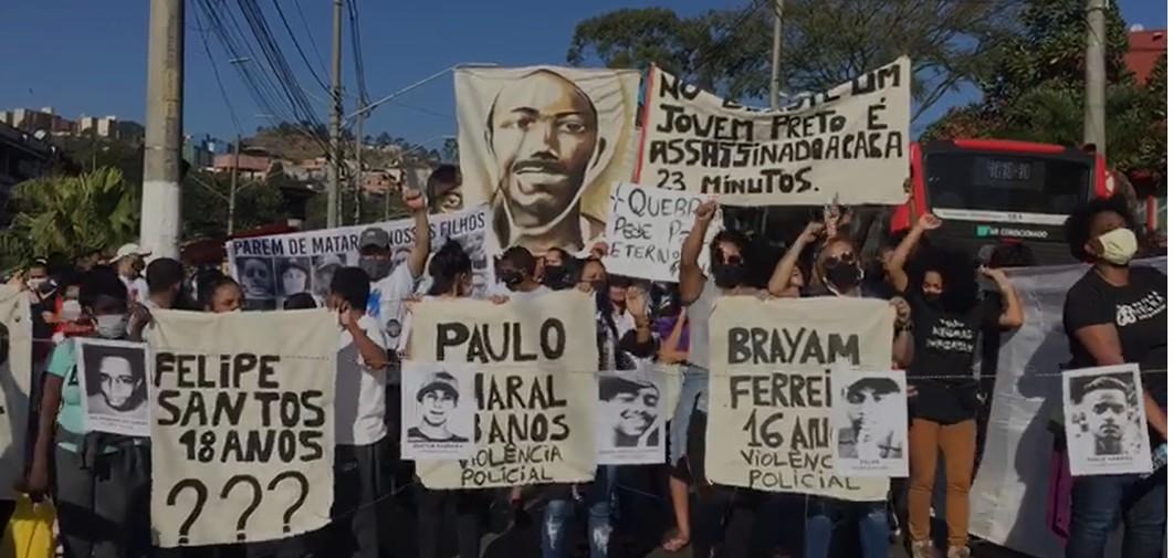 Manifestantes fazem ato contra racismo e violência policial em Cidade Tiradentes, na Zona Leste de SP