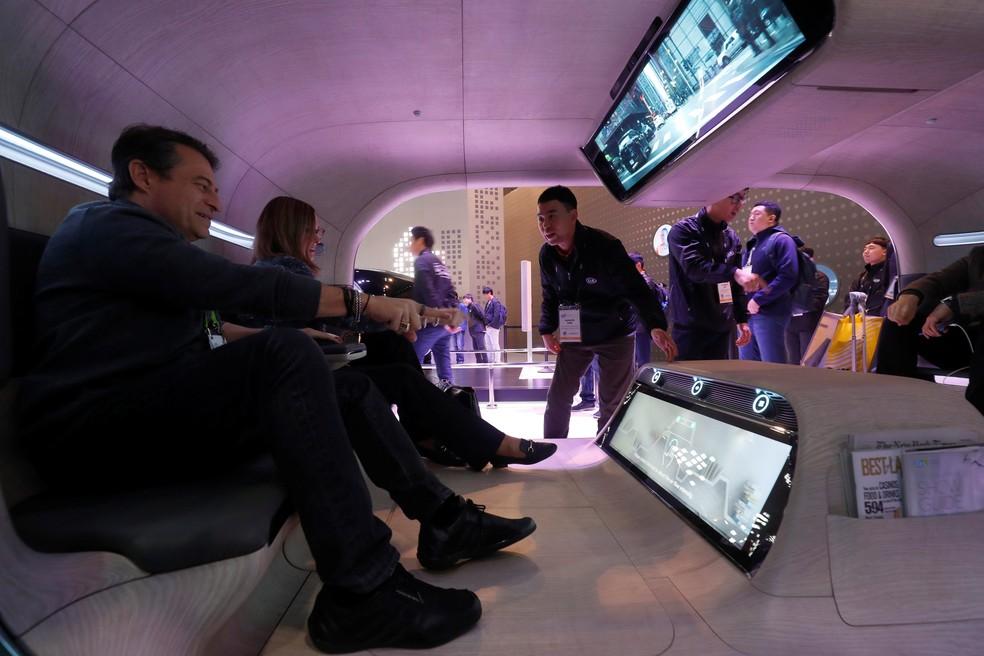 """Kia mostra tecnologia de carro que """"sente"""" como o passageiro está — Foto: Steve Marcus/Reuters"""
