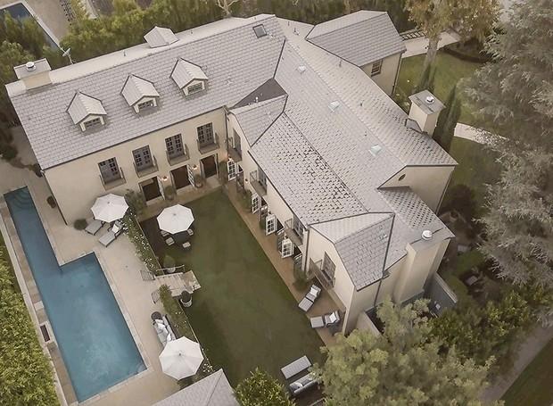 A propriedade ocupa mais de 4 mil metros quadrados (Foto: Berkshire Hathaway HomeServices/ Reprodução)