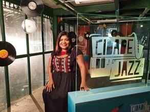 Márcia Siqueira dá voz à versão inédita de 'O Amor Está no Ar'