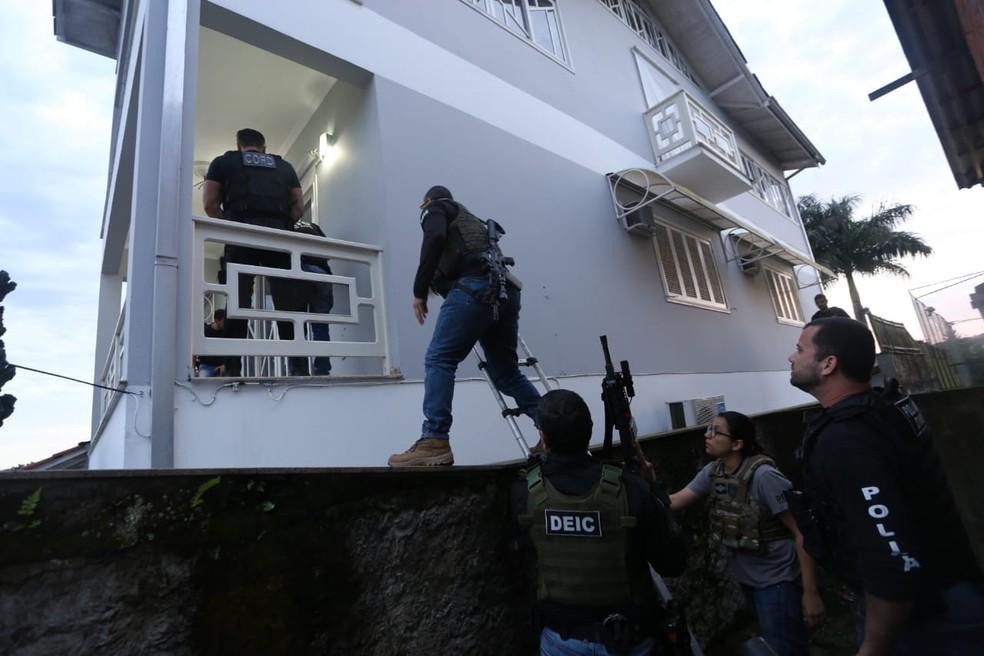 Operação Torre de Babel cumpre mandados no Norte catarinense — Foto: Polícia Civil/Divulgação