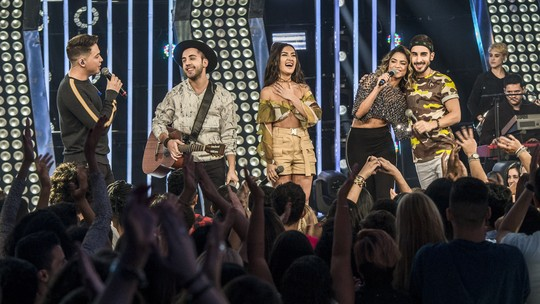 Melim canta 'Dois Corações' no SóTocaTop e emociona web