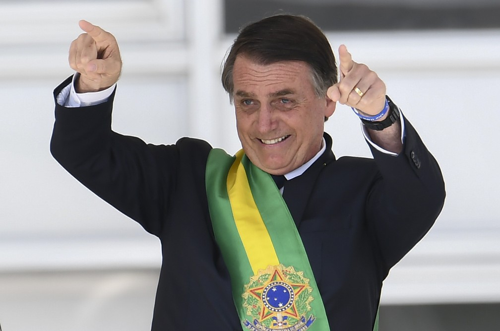O novo presidente do Brasil, Jair Bolsonaro, após receber a faixa presidencial do ex-presidente Michel Temer, no Palácio do Planalto, em Brasília — Foto: Evaristo Sá/AFP