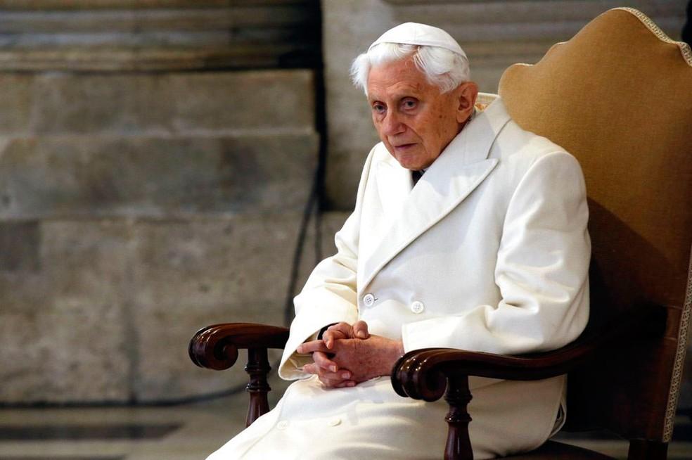 -  Papa emérito Bento XVI participa de cerimônia no Vaticano, em imagem de 8 de dezembro de 2015  Foto: Gregorio Borgia/ AP