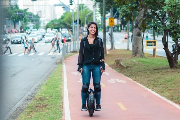 Anne experimentou quase todas as formas de transporte urbano (Foto: Autoesporte)
