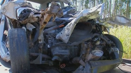 Três jovens que morreram em acidente com caminhão são enterrados em Paranapanema