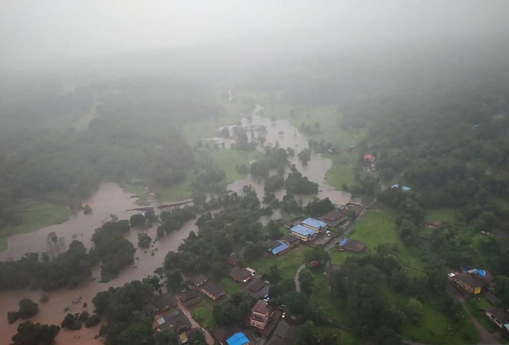 Inundação no distrito de Ratnagiri, no estado de Maharashtra, em 22 de julho de 2021. Deslizamentos de terra provocados pelas fortes chuvas de monções deixaram dezenas de mortos e desaparecidos no oeste da Índia. — Foto: Força Aérea Indiana via AP