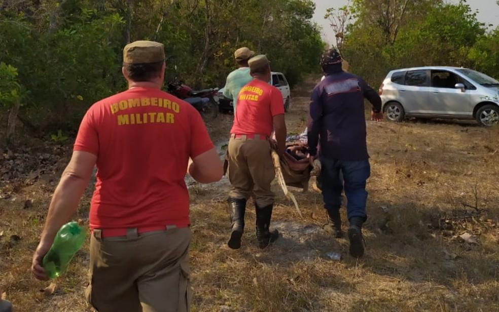 Bombeiros e voluntários ajudam em resgate de Eva Ramos — Foto: Reprodução/Corpo de Bombeiros