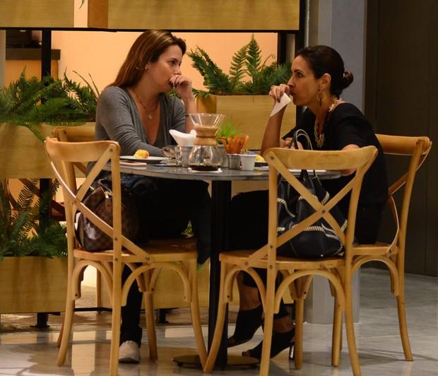 Fátima Bernardes e amiga (Foto: AgNews)