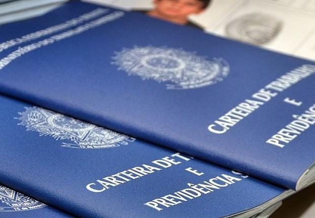 Carteira de trabalho ; carteira assinada ; desemprego ; emprego ; desempregados ;  (Foto: Agência Brasil/Arquivo)