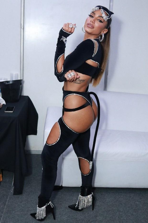 Anitta vira pantera para ensaio de bloco (Foto: Thyago Andrade/Brazil News)