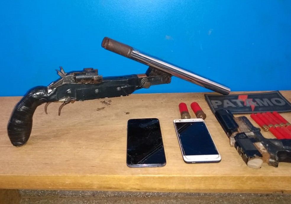Armas foram apreendidas pela PM — Foto: Polícia Militar/Divulgação