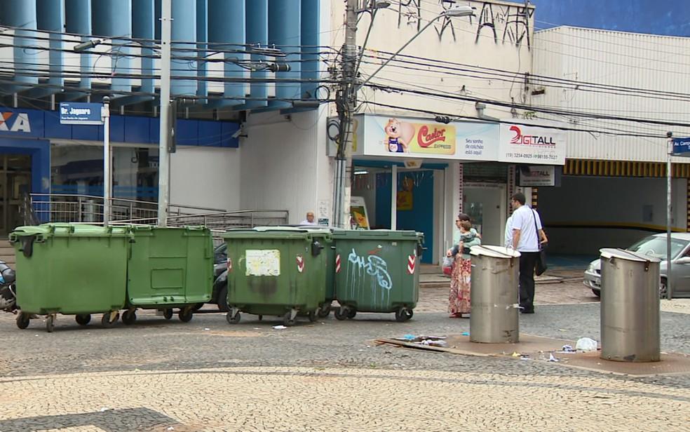 Lixeiras subterrâneas fechadas no Largo do Rosário, em Campinas — Foto: Reprodução/EPTV