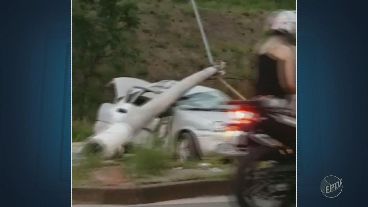 Veículo bate e derruba poste em Valinhos