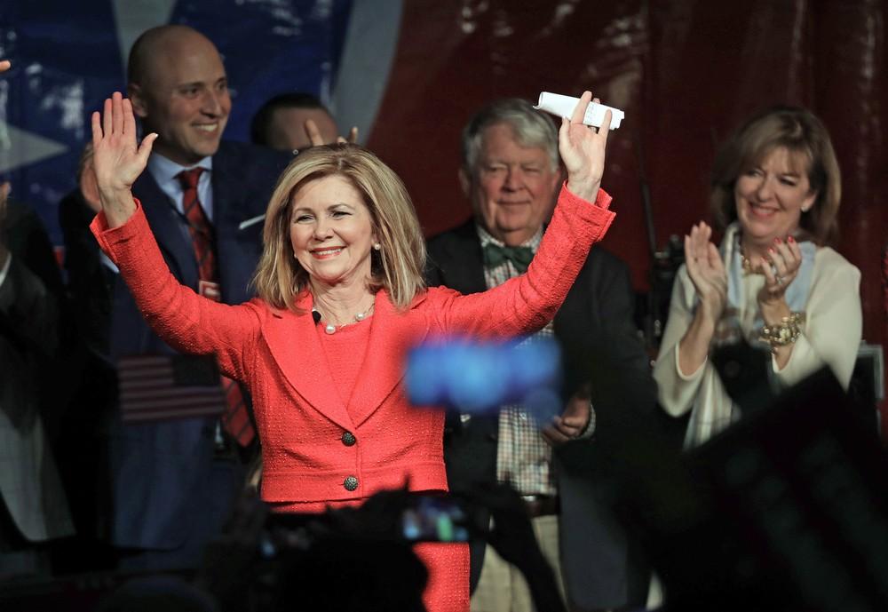 Marsha Blackburn agradece apoiadores após se tornar primeira senadora da história do Tennessee — Foto: AP Photo/Mark Humphrey
