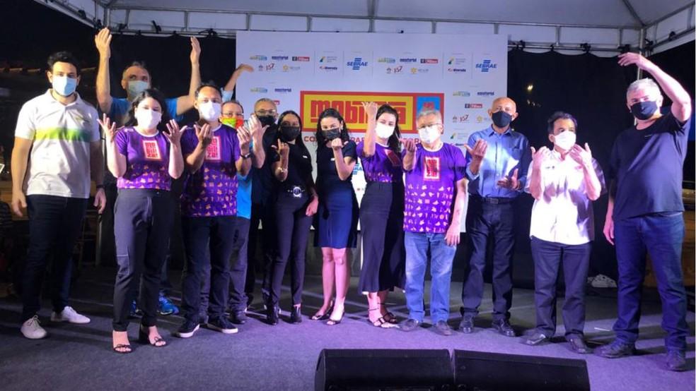 Diretoria do Sebrae, apoiadores e patrocinadores do Mobiliza na abertura oficial do movimento, no sábado (04), na Praça Deodoro — Foto: Divulgação
