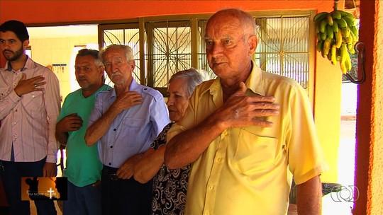 Idoso que sobreviveu a 7 infartos constrói capela móvel para agradecer milagres ao Divino Pai Eterno, em Goiás