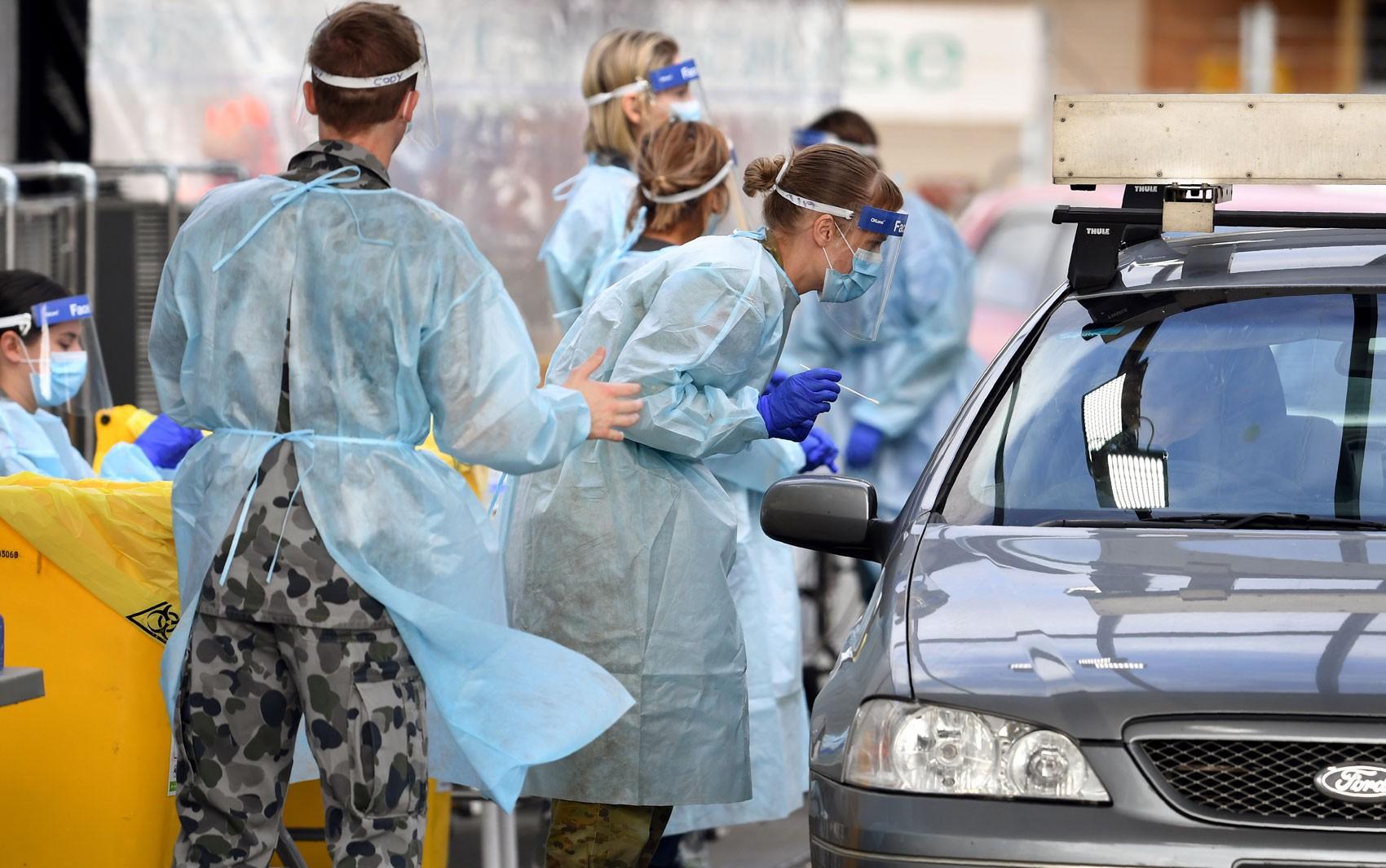 Melbourne tem novos casos de Covid-19 após falha em quarentena que incluiu sexo entre seguranças e isolados