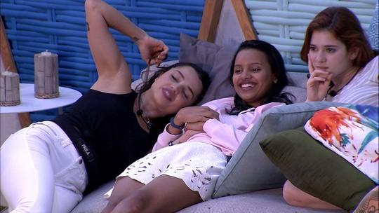 Paula diz para sisters: 'Já pensou a gente nos 'rolês' aqui no Rio?'