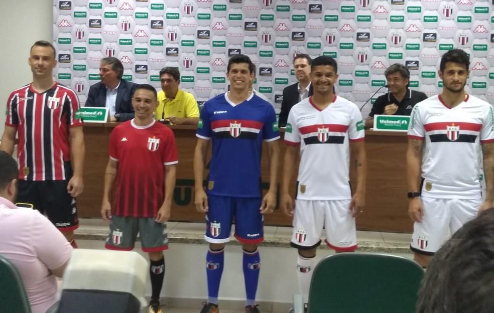 40bc9d864e ... Botafogo apresentou as camisas que serão utilizadas na temporada —  Foto  Felipe Bolito