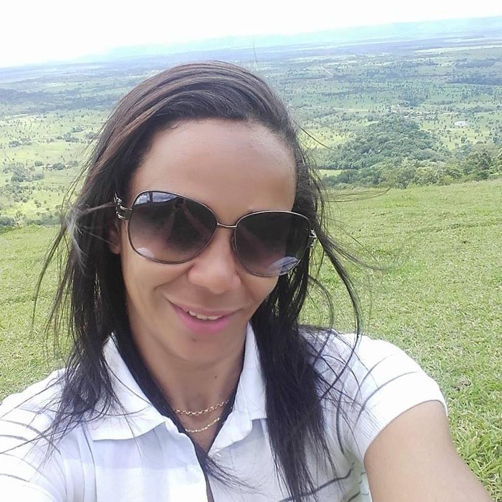 Luciene Ferreira Alves, de 30 anos, morreu em um acidente entre dois carros na BR-174, em Glória D'Oeste — Foto: Facebook/Reprodução