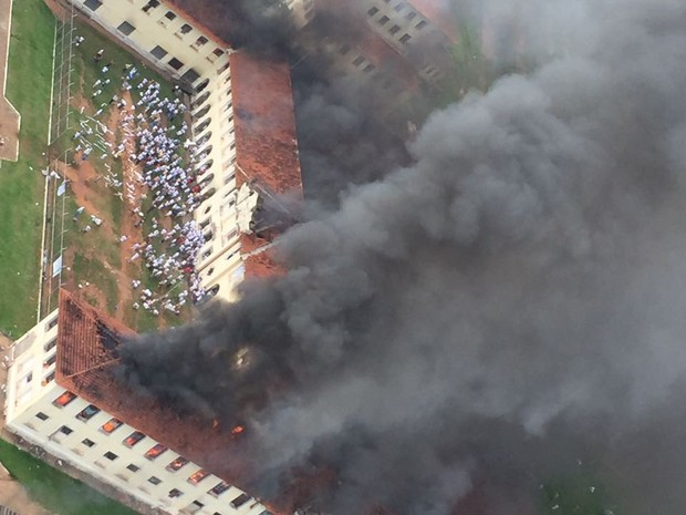 Pelo menos dois pavilhões do CPP 3 ficaram danificados (Foto: Arquivo Pessoal)
