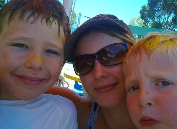 Vanessa e os filhos, Chase e Tyler antes da tragédia, que aconteceu em 2010 (Foto: Reprodução/ Facebook)
