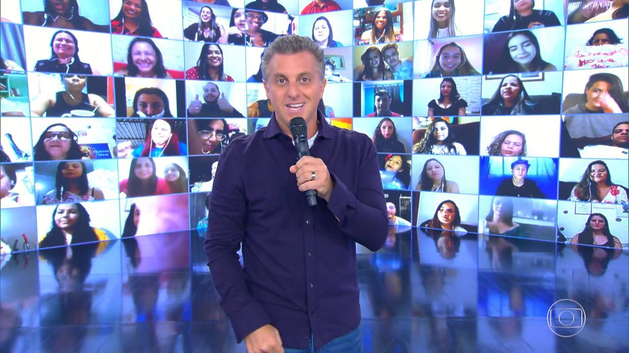 Luciano apresenta plateia virtual do 'Caldeirão'