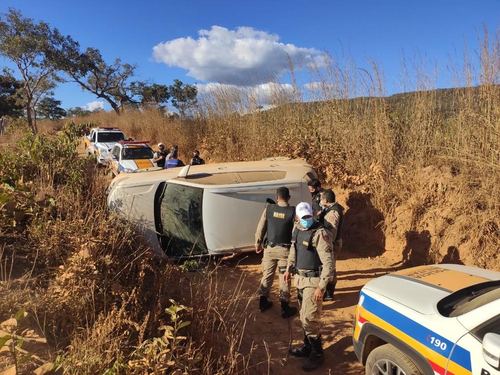 Homem capotou veículo em estrada vicinal — Foto: Polícia Militar/ Divulgação