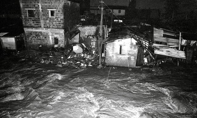 Favela Indiana, perto do Morro do Borel, na Tijuca, em enchente de fevereiro de 1988