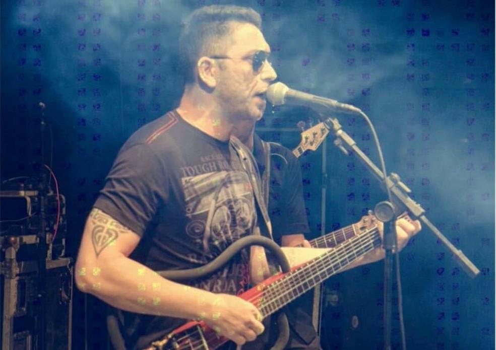 Roberio era vocalista da banda Jackson Envenenado — Foto: Reprodução/TV Cabo Branco