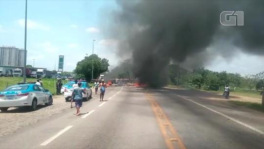 Protesto de carroceiros fecha trecho da BR-101 em Campos, no RJ