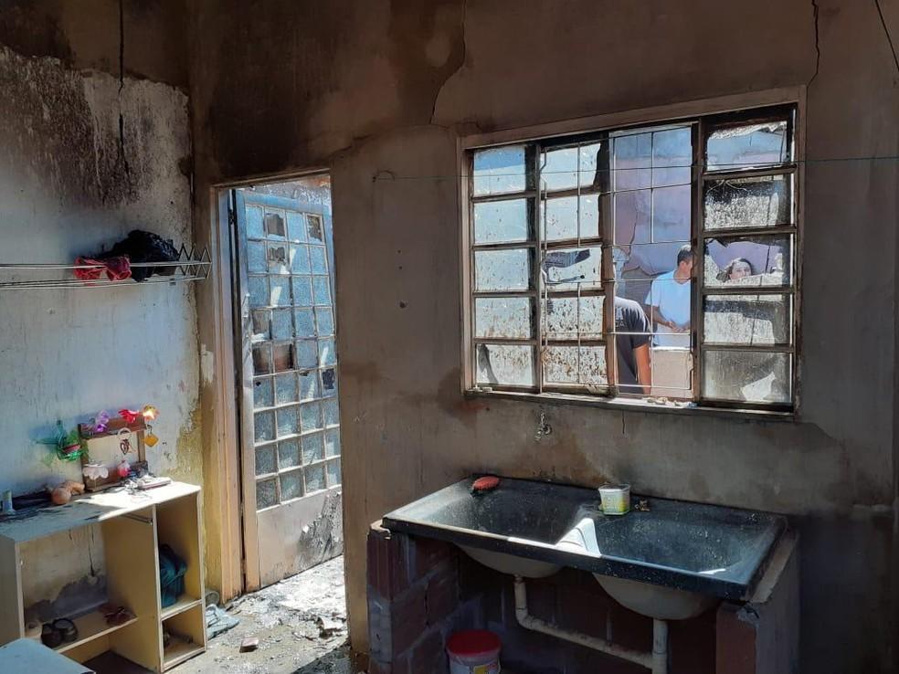 Segundo boletim de ocorrência, mulher estava fazendo almoço quando incêndio começou — Foto: Arquivo Pessoal/J. Serafim