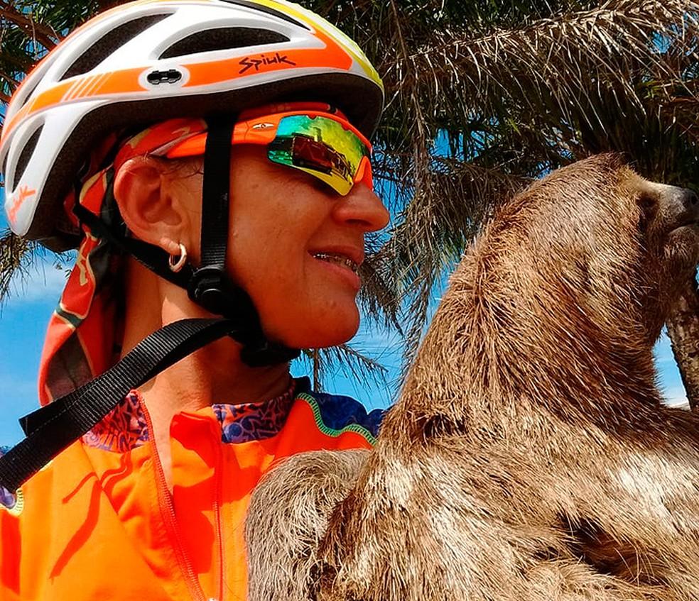 Rita foi a pé até o Corpo de Bombeiros para deixar o animal no local (Foto: Rita Barbosa/ Arquivo Pessoal)