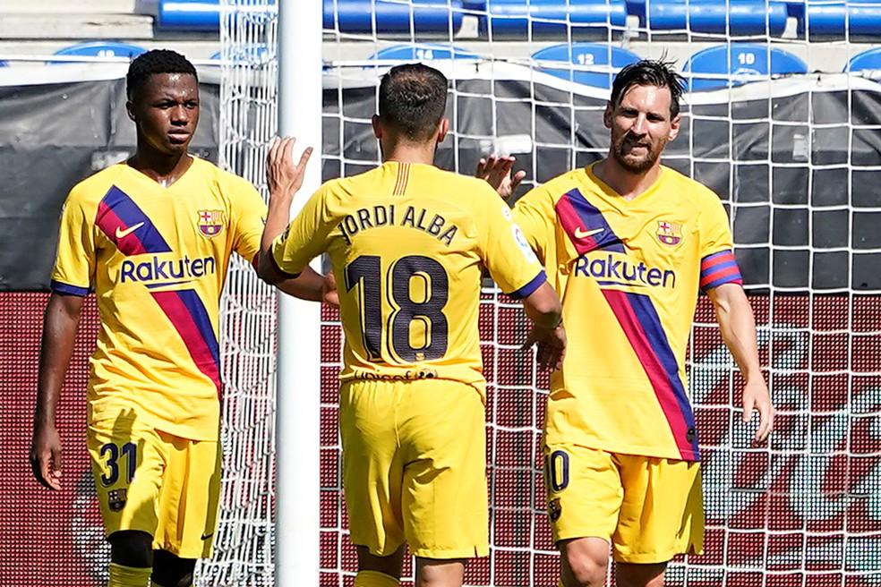 Messi comemora seu gol contra o Alavés — Foto: REUTERS/Vincent West