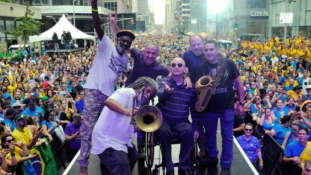 Os Paralamas do Sucesso posam durante o BR Day em Nova York (Foto: Globo/ Luiz C. Ribeiro)