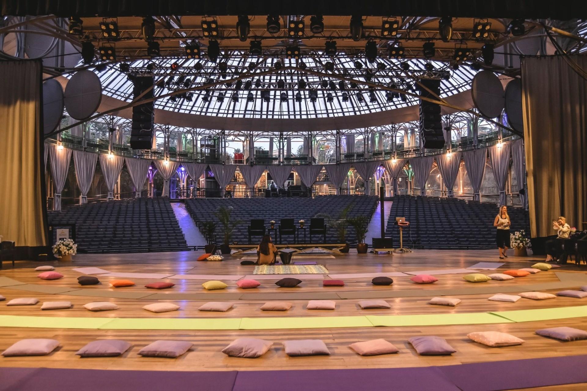 Ópera de Arame recebe evento de meditação na terça-feira (26); veja como participar