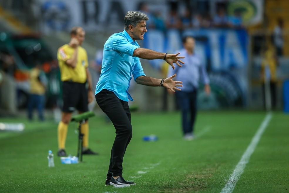 Renato comanda a equipe contra o Cruzeiro — Foto: Lucas Uebel/Grêmio/Divulgação