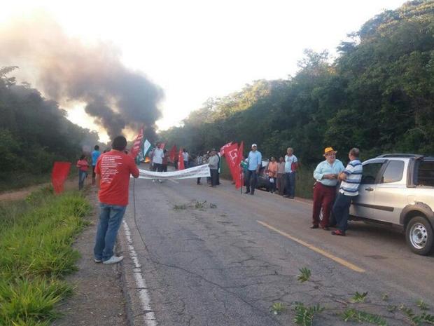 Trecho interditado fica entre os municípios de Crato e Nova Olinda. (Foto: Cícero do Assaré)