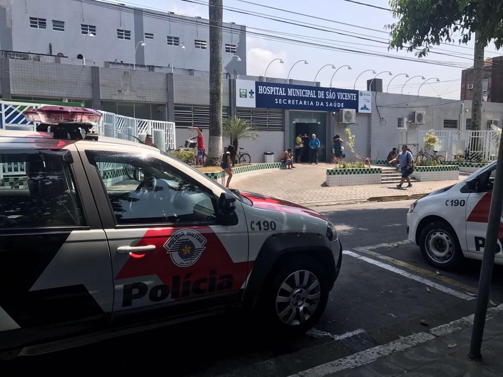 Jovem ficou internada em estado grave no Hospital Municipal de São Vicente (SP) — Foto: José Claudio Pimentel / G1