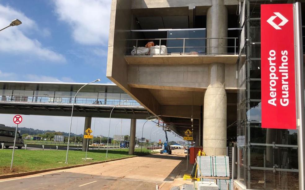 Estação Aeroporto-Guarulhos da CPTM deixa passageiros longe do terminal aéreo — Foto: Kleber Tomaz/G1