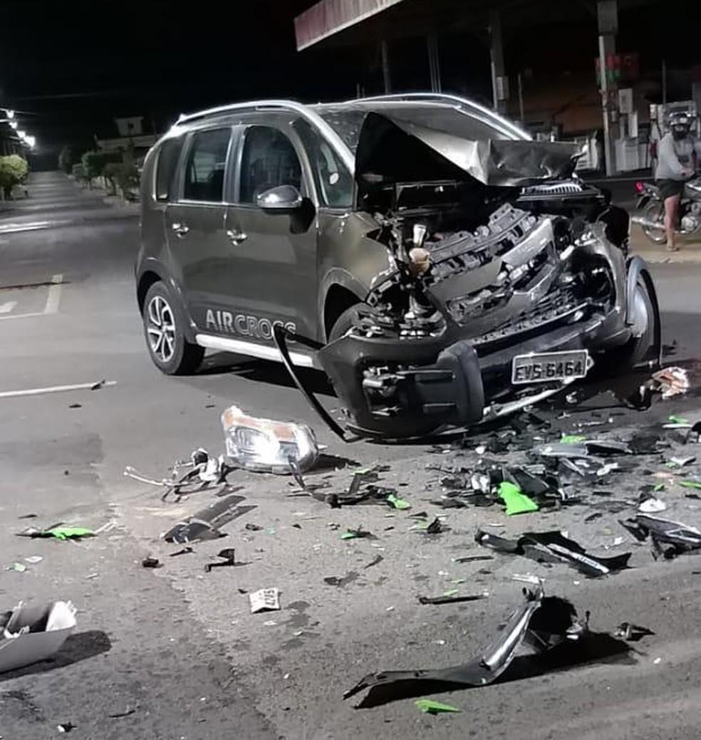 Acidente entre moto e carro deixa duas pessoas feridas na zona norte de Marília (SP) — Foto: Reprodução/ Redes Sociais