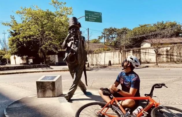O passeio terminou com uma homenagem a Chacrinha (Foto: Reprodução)